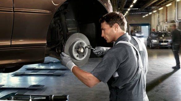 BMW Service, Tausch Bremsbeläge