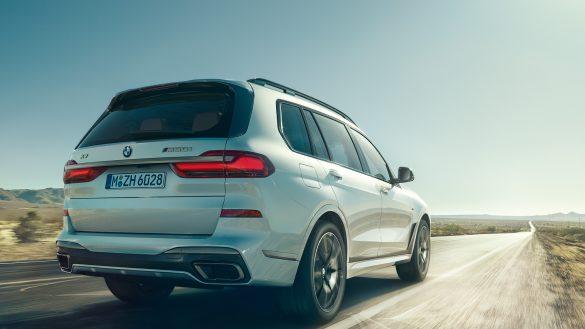 DER BMW X7 M50i.