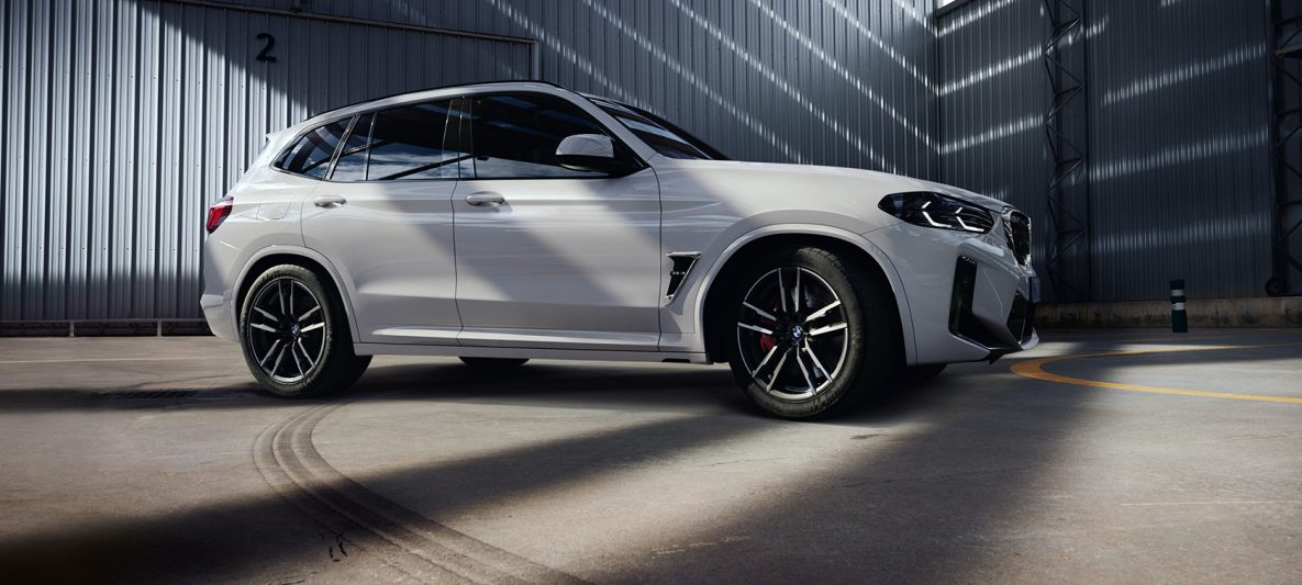 BMW X3 M F97 LCI Facelift 2021 Alpinweiß Dreiviertel-Seitenansicht